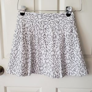 Cute white patterned, pleated mini skirt